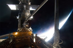 The Canadarm captures Hubble